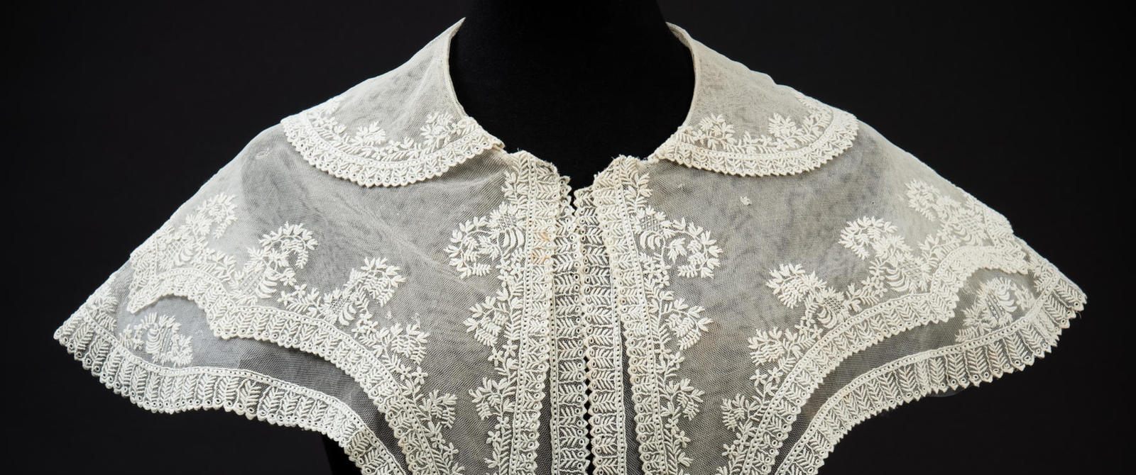 Image: Triple layered cream embroidered net pelerine collar with pendant squared ends, about 1827