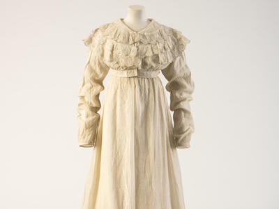 Image: Dress worn at the time of Jane Austen