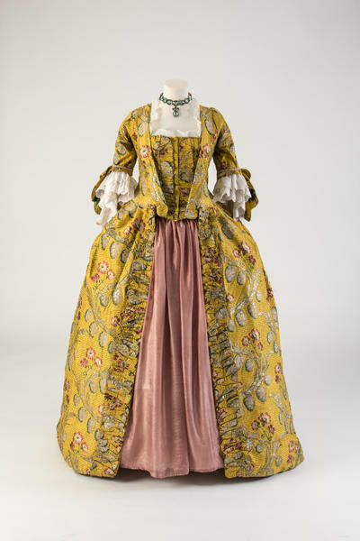Image: Yellow and gold woven silk robe à la française, 1760s