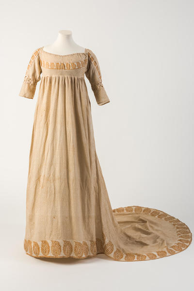Image: Orange/yellow printed cotton gown, with pine cone or patka motif, 1800