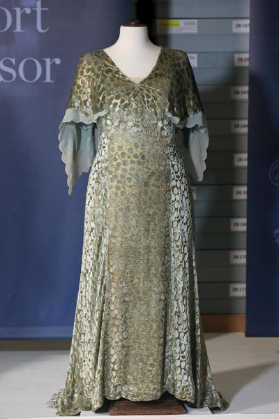 Image: Queen Mary's lamé and ivy-leaf design cut velvet dress