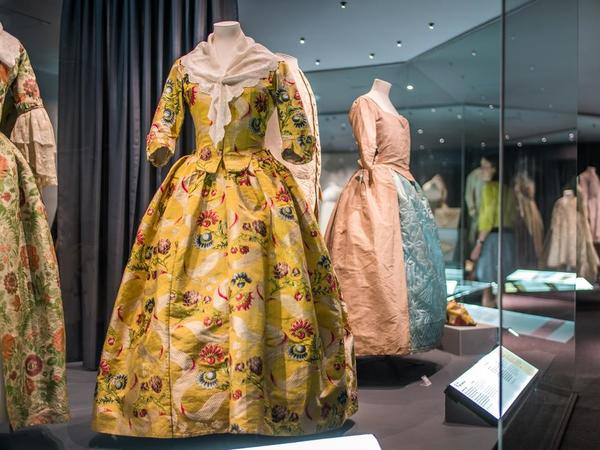 Image: A History of Fashion in 100 Objects display