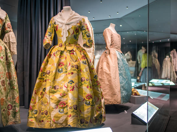 Image: A History of Fashion in 100 Objects exhibition