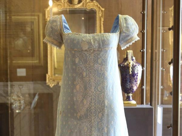 Queen Charlotte dress on display at Kew Palace