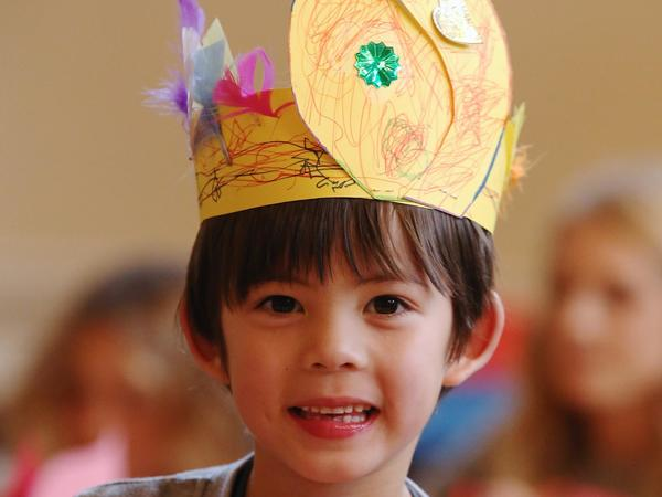 Image: Child wearing a crown
