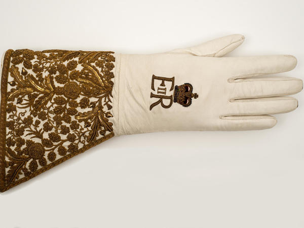 Image: Coronation Glove of HM Queen Elizabeth II, 1953, Glove Collection Trust.
